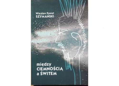 Miedzy_ciemnoscia_a_switem._Wybor_artykulow_i_recenzji_z_lat_1953_1969